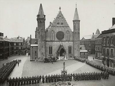 Duitse militairen op het binnenhof